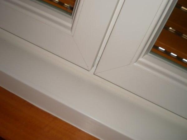 Infissi pvc roma profilo ekoplus bianco venato for Infissi in legno bianco