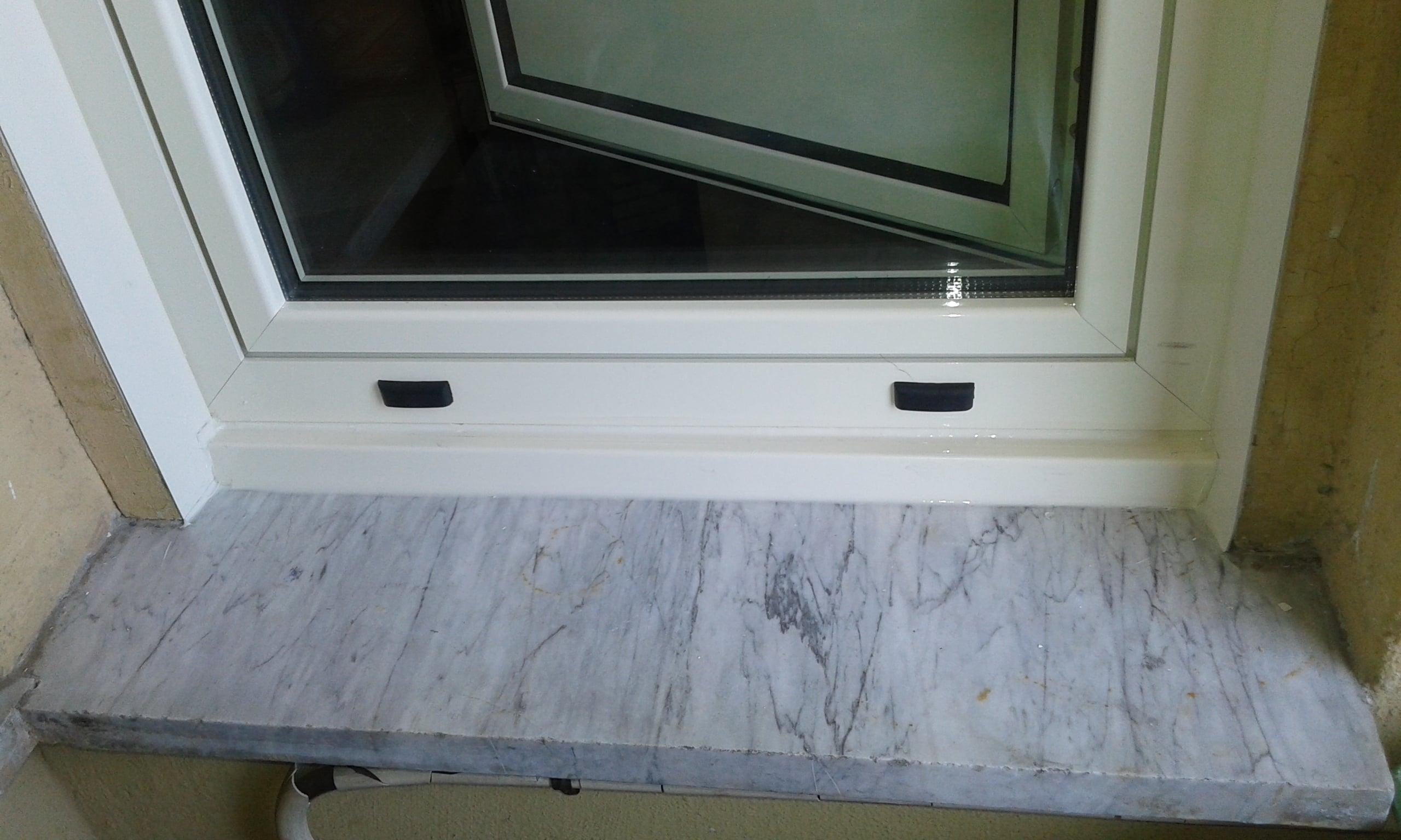 Infisso alluminio con scuri dgf serramenti - Condensa su finestre in alluminio ...